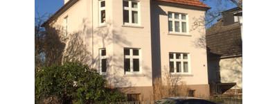 Sanierte 3-Zimmer-EG-Altbauwohnung mit Balkon im Dichterviertel