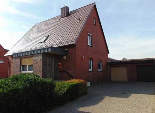 Schmuckes und großzügiges Einfamilienhaus mit zwei Garagen. ca. 30 km von Wolfsburg