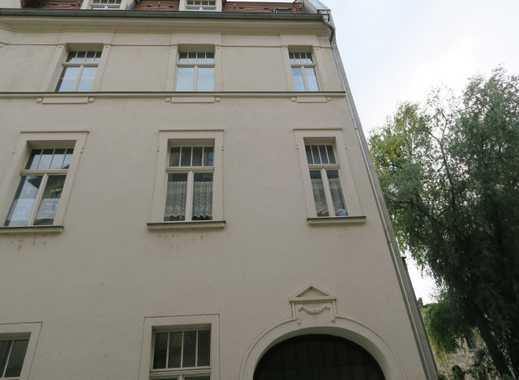 Schöne 2-Zi-Wohnung mit off. Küche, Laminat und Duschbad direkt im Stadtzentrum