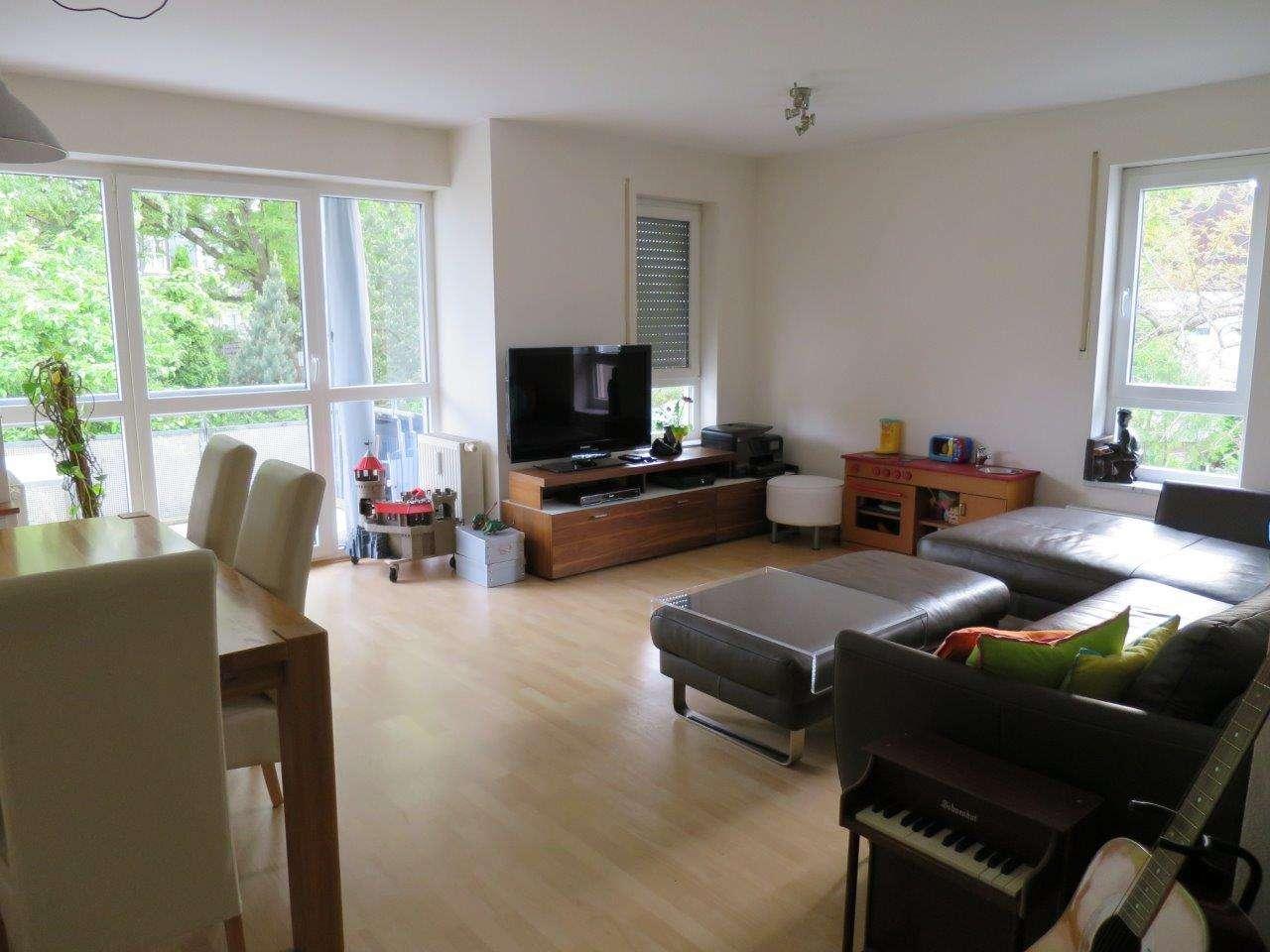 Helle, ruhige 4 Zimmer Wohnung in Hollern, eigener Gartenanteil, Hobbyraum und großer TG Platz in Unterschleißheim
