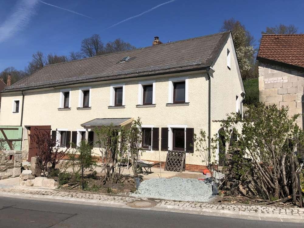 Gelegenheit: 2-Zi-Whg mit Terrasse und Gartenanteil - Erstbezug nach Sanierung!