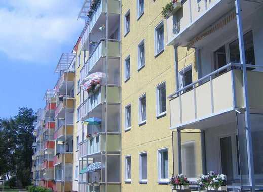 Schöne Wohnung mit saniertem Bad und Balkon