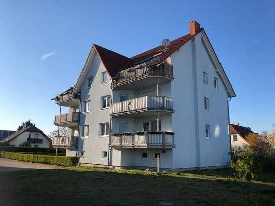 3 Zi DG Wohnung mit Balkon und überdachten PKW Stellplatz