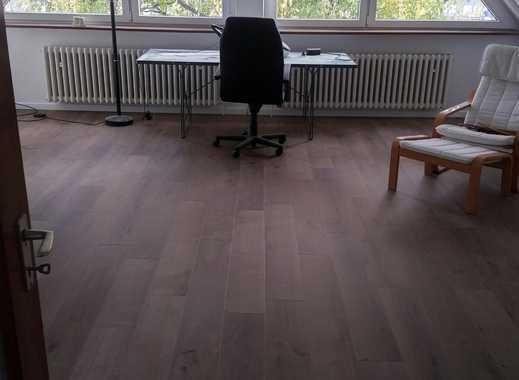 Schöne teilmöbilitierte Wohnung in D-Niederkassel (Lotharviertel)