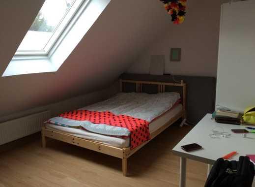 Romantische kleines DG-Appartement, sep. Küche und Duschbad, ca 25 QM, Zentralheizung!
