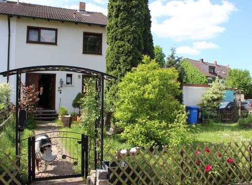Charmantes Reiheneckhaus mit sehr großem Garten+Schwimming-Pool+Garage in N.-Boxdorf