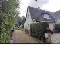 Doppelhaushälfte mit Ausbaumöglichkeiten in Sasel
