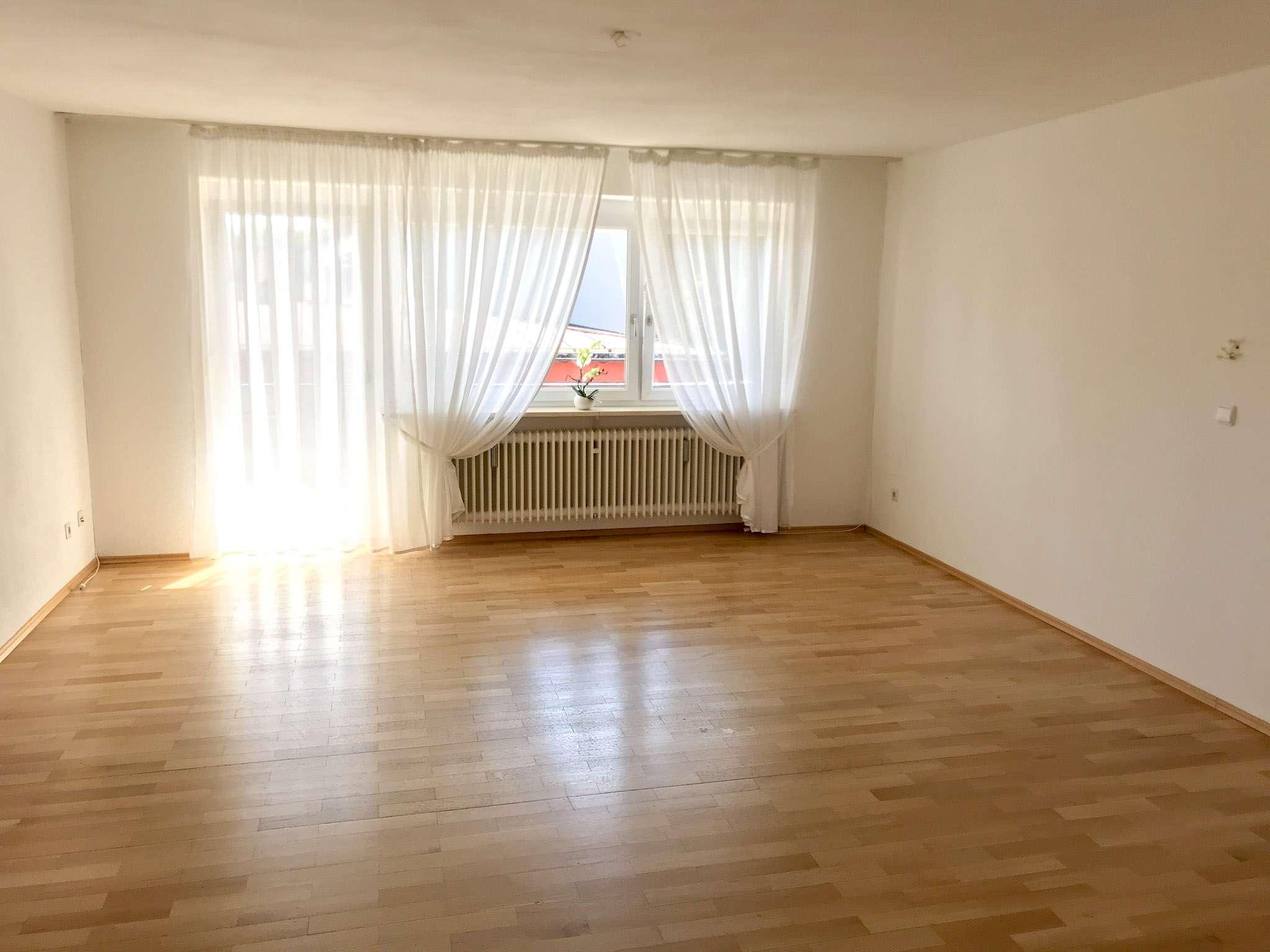 Sonnige 4 - Zi. - Wohnung,103 m², 2.OG,großer Südbalkon,zentrale Lage nähe Schulzentrum / AlzChem
