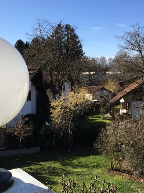 Exklusive, geräumige und sanierte Galeriewohnung mit Dachterrasse in Gröbenzell in Gröbenzell