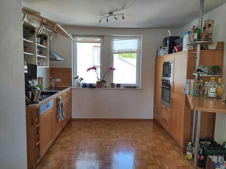 Schicke, großzügige 3- Zimmer-Wohnung mit moderner Einbauküche und Balkon im Stadtzentrum Coburg in Coburg-Zentrum (Coburg)