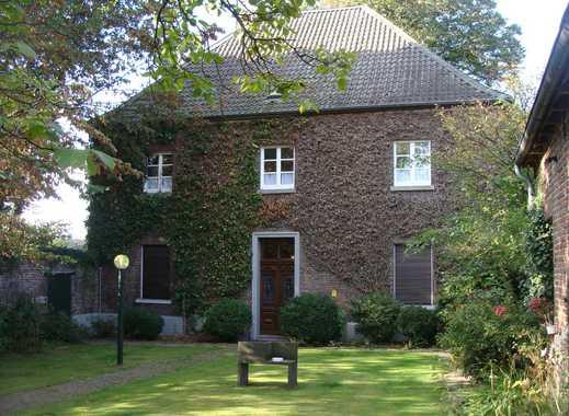 Für Liebhaber und Gartenfreunde: Wohnen im alten Pfarrhaus