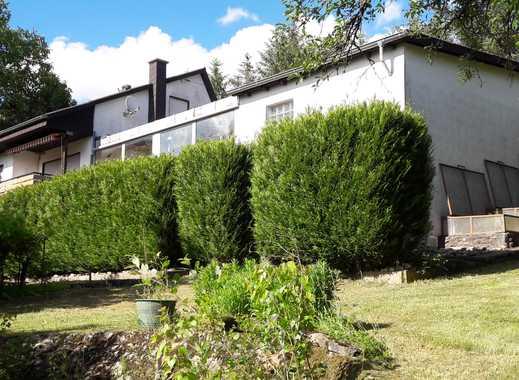 NEU Einfamilienhaus mit Hallenbad und tollem Fernblick von Privat