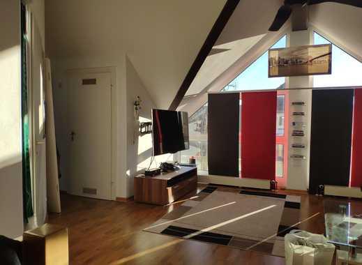 Exklusive 2-Zimmer-DG-Wohnung mit Einbauküche in Stuttgart