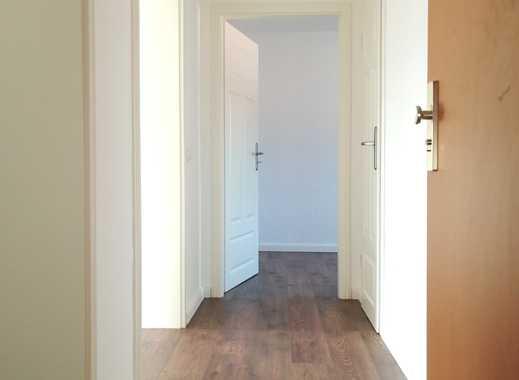 *komplettsanierte 3- Zimmerwohnung mit Balkon*