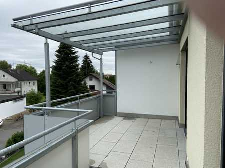 Neuwertige DG-Wohnung mit zwei Zimmern sowie Balkon und EBK in Pfaffenhofen an der Roth in Pfaffenhofen an der Roth