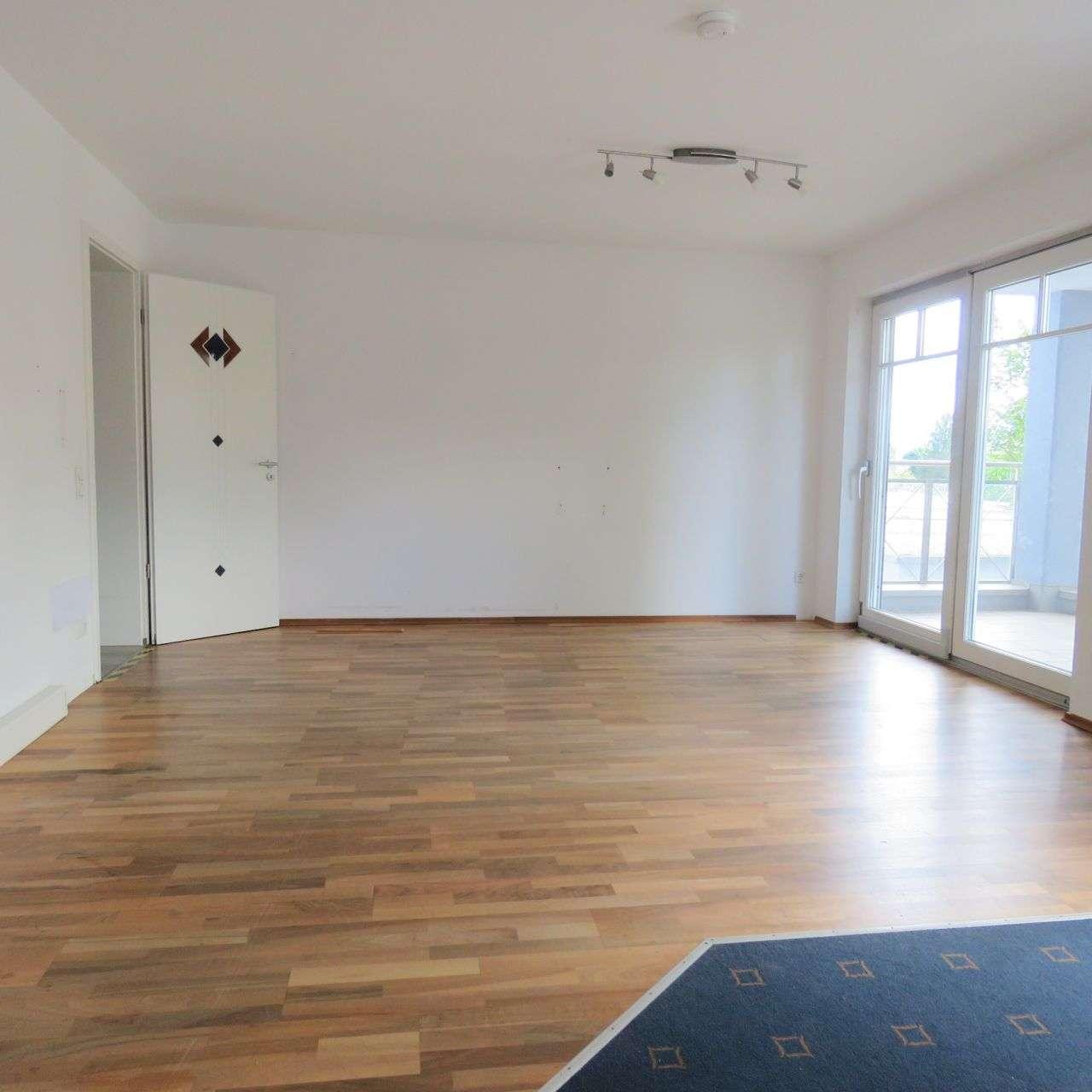 Großzügige Wohnung mit Loggia in gehobener Wohngegend in