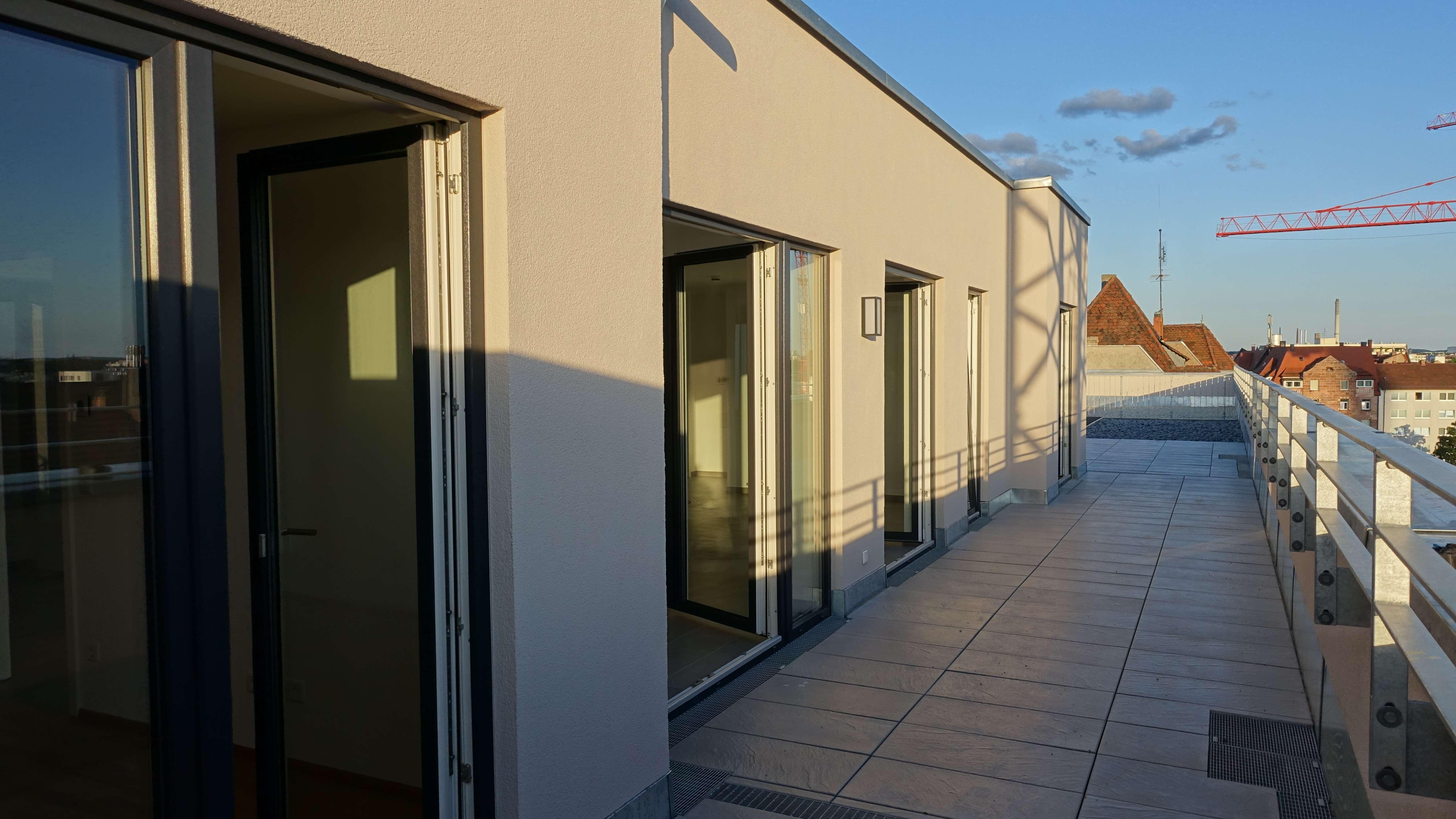Riesige Dachterrasse mit Burgblick, EBK, traumhafte 4 Zi-Penthouse-Wohnung - Erstbezug in Eberhardshof (Nürnberg)
