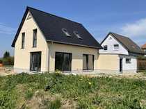 Neu gebautes Einfamilienhaus mit Doppelgarage