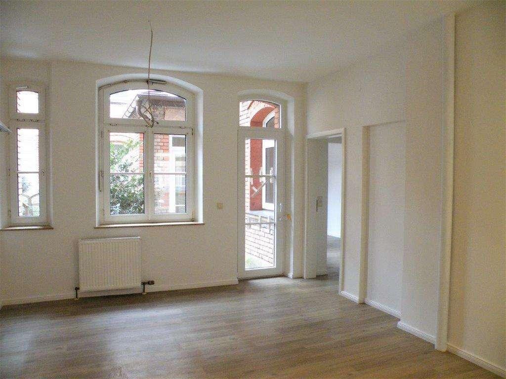 Fürth Lessingstraße: Ansprechend helle 4-Zi-Altbau-Wohnung mit Freisitz im EG - für WG geeignet in Südstadt (Fürth)