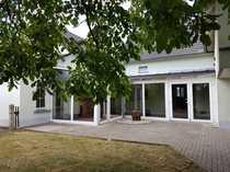 Wohnhaus mit Wintergarten und ausgebauter