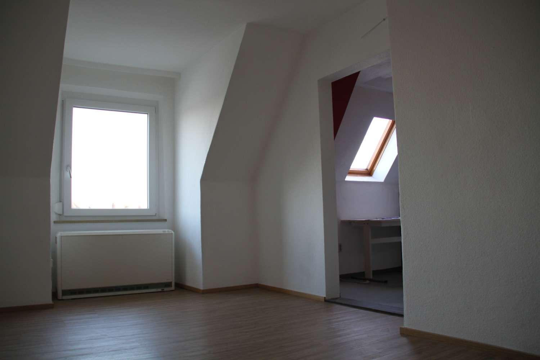 schöne geräumige Dachgeschoss   Wohnung