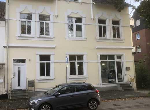 Schöne Erdgeschoss Wohnung in zentraler Lage (2 ZKB & Flur)