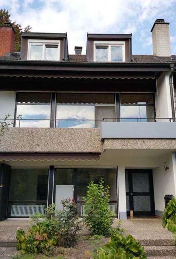 Reiheneckhaus 6 Zimmer Mit Terrasse Balkon U Grossem Gartenanteil In