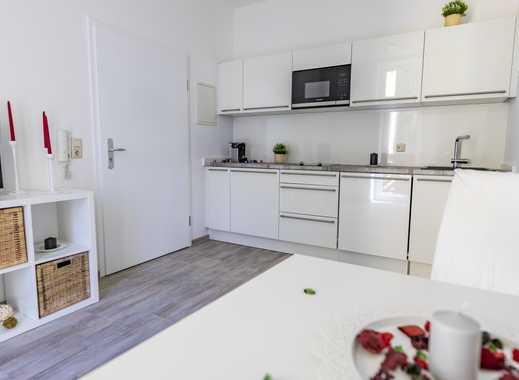 Erstbezug! Möbliertes Apartment mit Balkon in Toplage