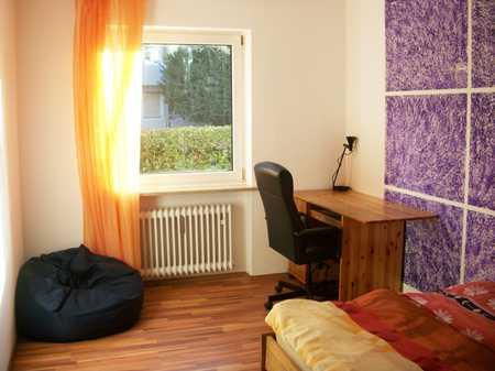 Stilvolle, modernisierte 2-Zimmer-Wohnung mit Balkon und Einbauküche in Milbertshofen, München in Milbertshofen (München)