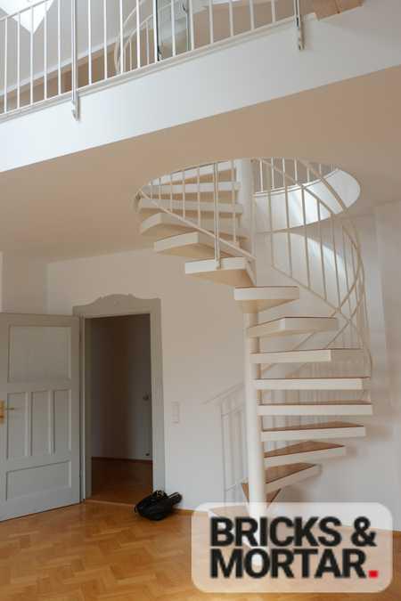 Romantisches Wohnen für Stilbewusste und Genießer - Galeriewohnung über den Dächern der Stadt in Neuhausen (München)
