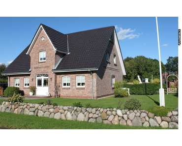RESERVIERT! Modern ausgestattetes Haus im Friesenstil auf schönem Grundstück in Achtrup
