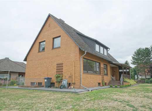 Zweifamilienhaus in guter Lage mit großem Grundstück