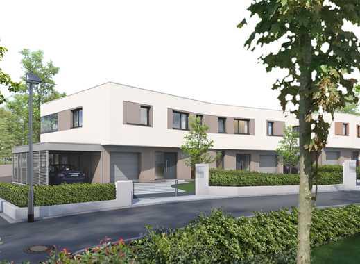 Komfortable Doppelhaushälfte mit eleganter Formensprache und großem Garten in Top-Lage