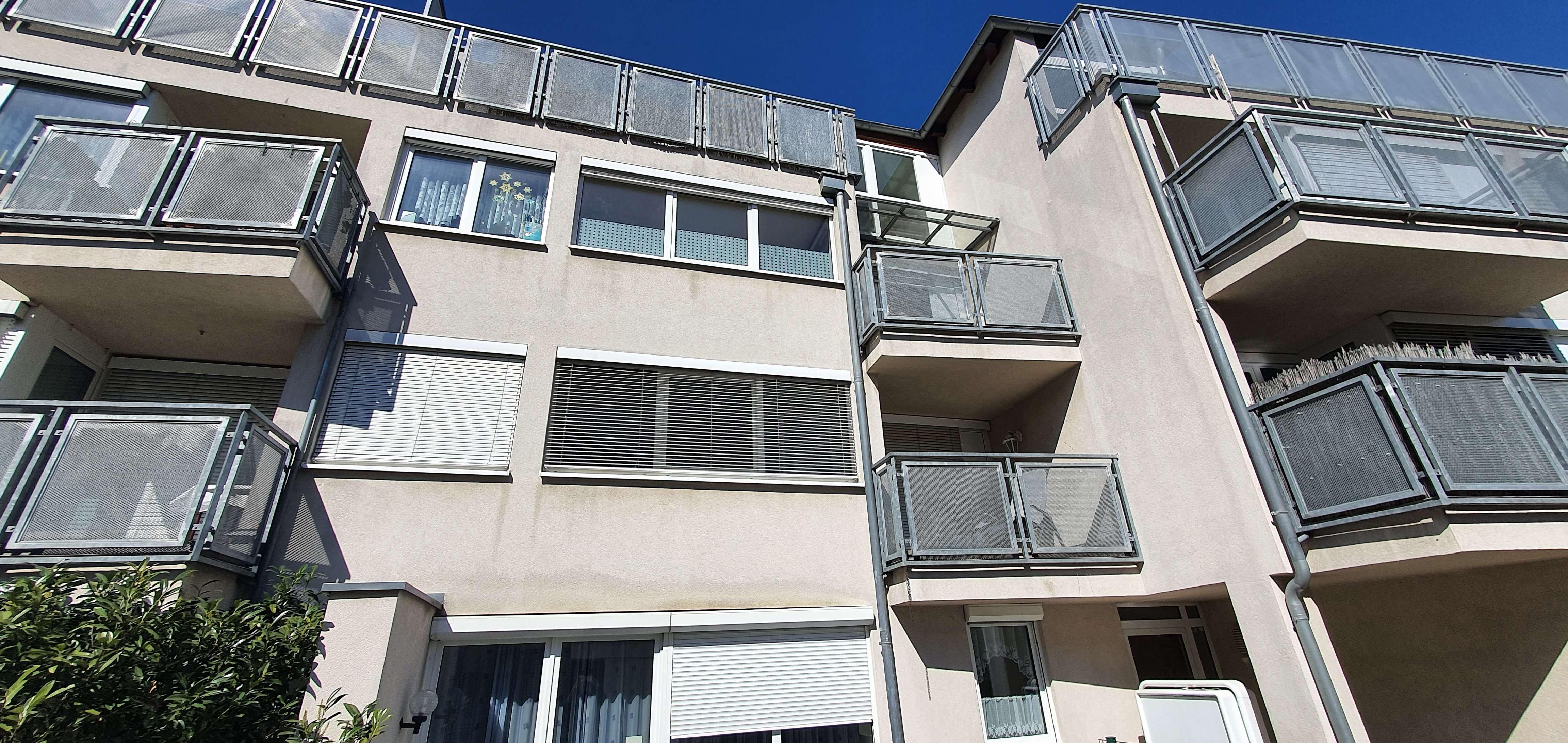 Gepflegte 2-Zimmer-Wohnung mit Balkon, Kleiderschrank und Einbauküche in Fürth in
