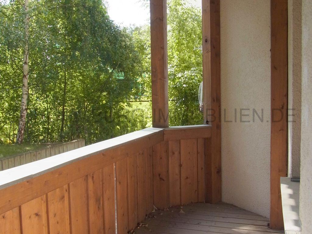 gr. Balkon zum grünen Hof