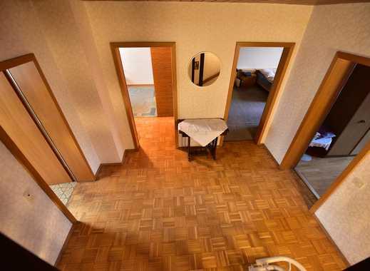 Einfamilien-Doppelhaushälfte mit großzügiger Raumaufteilung in ruhiger Seitenstraße