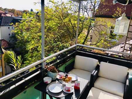 Exklusive, sanierte 2,5-Zimmer-DG-Wohnung mit Balkon und EBK in  Schwabing München, München in Schwabing (München)
