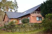 Gepflegtes Mehrfamilienhaus auf großem Grundstück