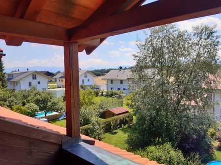 Schöne 2-Zimmer-DG-Wohnung mit 2 Balkonen und Einbauküche in Bruckmühl/Heufeld in Bruckmühl