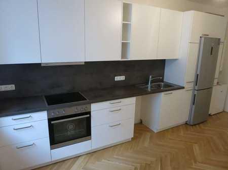 SANIERTER ALTBAU HAIDHAUSEN Exklusive 5-Zimmer-Altbauwohnung mit Fischgrätparkett und EBK im 1.OG in Haidhausen (München)