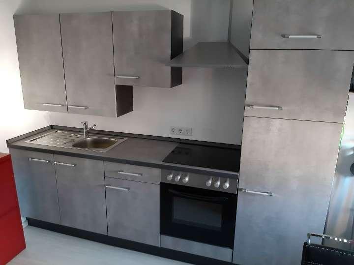 Modernisierte Dachgeschosswohnung mit zwei Zimmern und Einbauküche in Aura im Sinngrund in