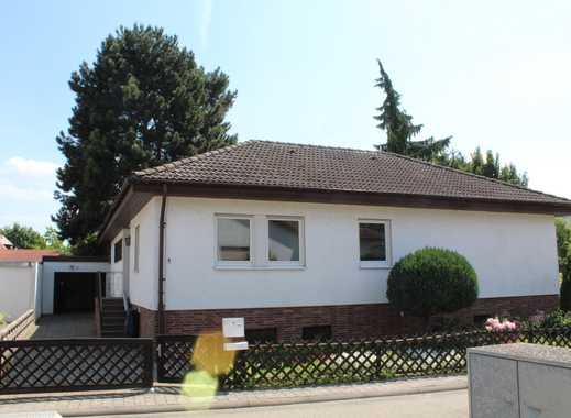 Freistehender Bungalow mit großem Grundstück + Garage in Rödersheim-Gronau