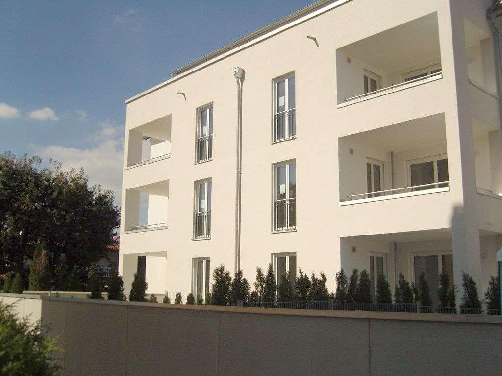 Moderne, helle 4 Zimmer Wohnung in exklusivem Achtfamilienhaus