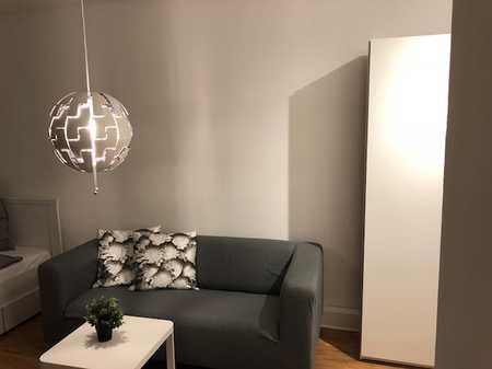 Vollmöblierte und -ausgestattete 1-Zimmerwohnung ideal für Geschäftsleute & Pendler in Moosach
