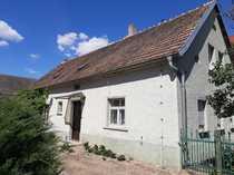 Einfamilienhaus mit Scheunen auf großem
