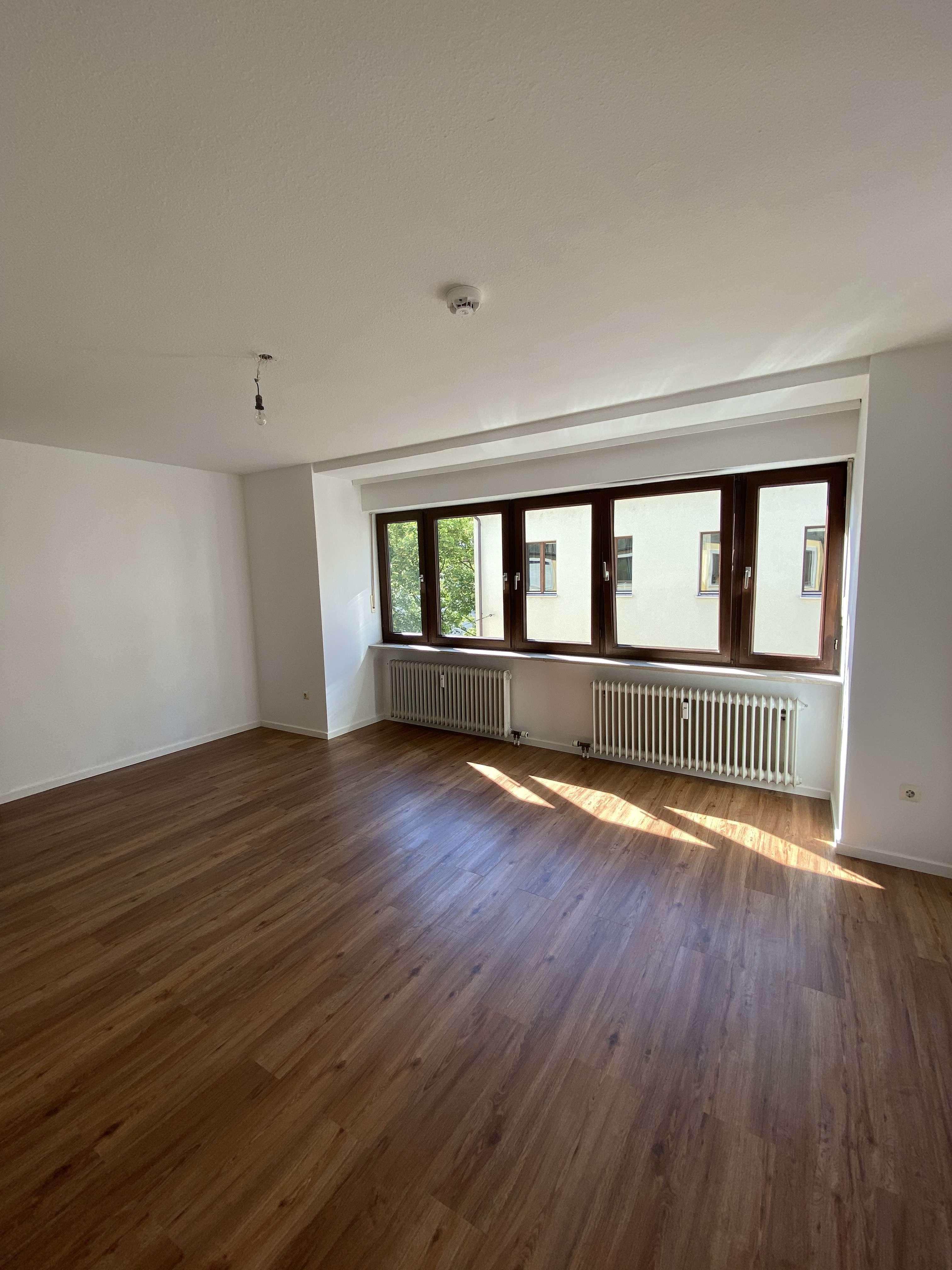 Freundliche, helle und sanierte 2-Zimmer Wohnung in Top-Lage in