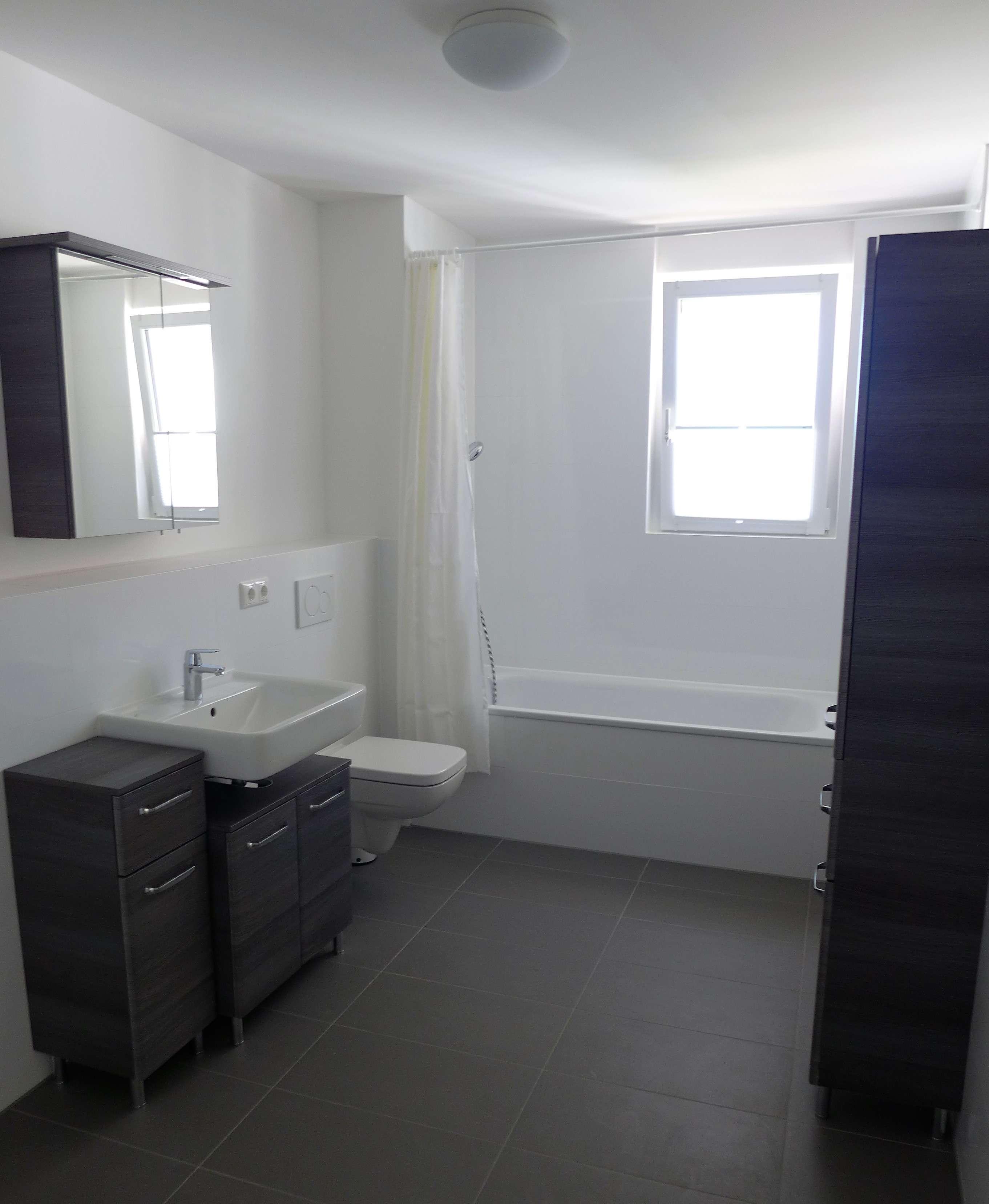 Neuwertig! Helle und hochwertig ausgestattete teilmöblierte 2-Zimmerwohnung! in Vaterstetten