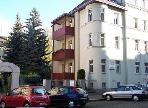 ***schicke 2 Zi. Wohnung mit großem Balkon & Parkettausstattung in grüner Umgebung***