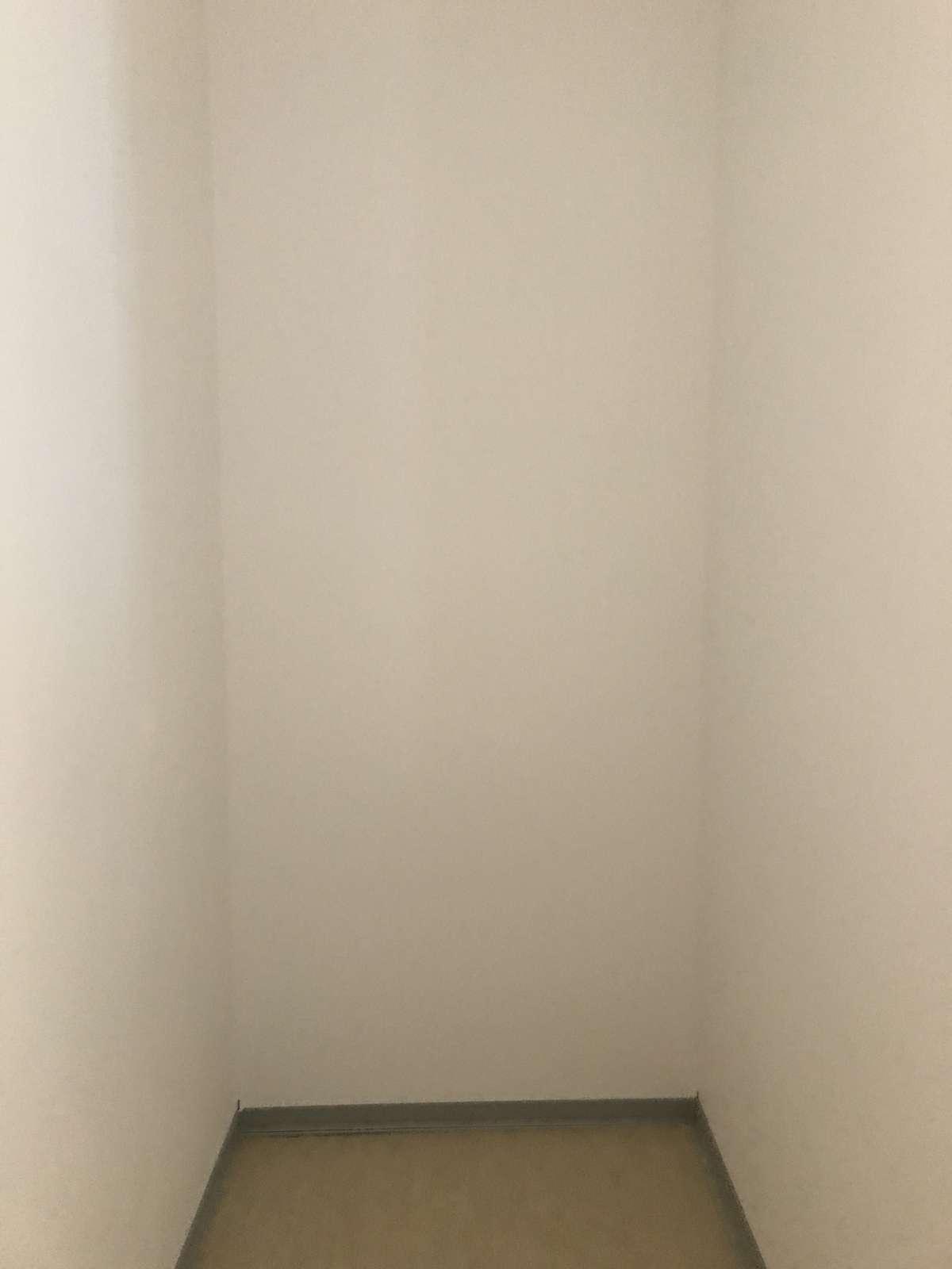 Nische neben Eingangstür