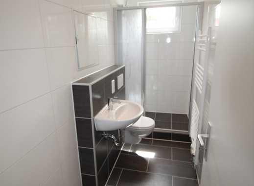 Wohlfühlbad mit bodentiefer Dusche und offener Küche